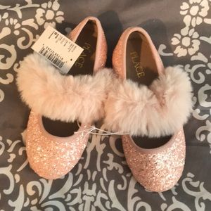 🆕Adorable pink sparkled ballet fits with faux fur